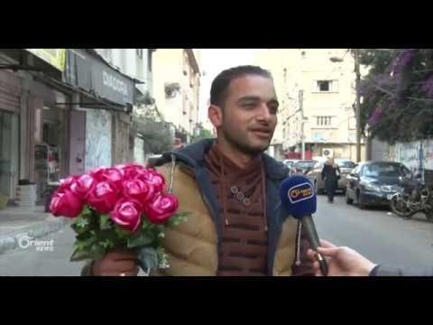 بائع الورد المتجول مشروع يهزم البطالة في غزة الفلسطينية  - 12:21-2017 / 11 / 23