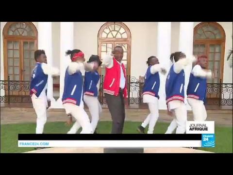 Kenya : la danse du président Uhuru Kenyatta pour inciter la population à aller voter