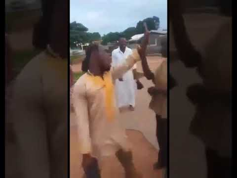 Download A must watch, pastor tries to deliver mad man on the street