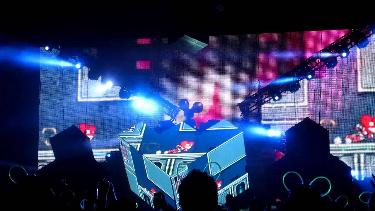 deadmau5: Limit Break [Live @ Rogers Centre 2011] - YouTube