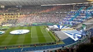 Choreo der Fans vom MSV Duisburg und Einlauf der Mannschaft