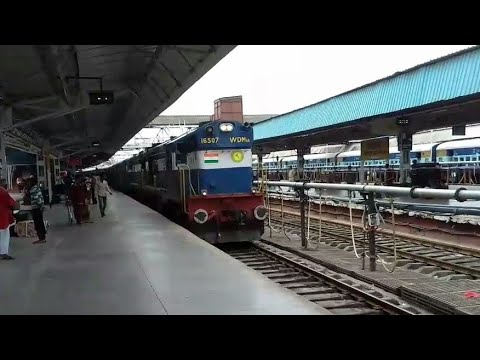 Nagercoil Mumbai Express led by twin WDM-3As arrives at Solapur