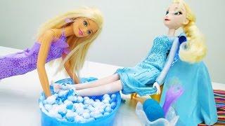 Барби помогает Эльзе (Холодное сердце). Игры с Барби.
