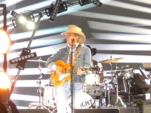 Dwight Yoakam performing