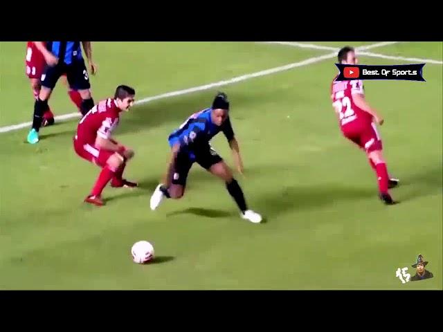 Ronaldinho dribbles and techniques