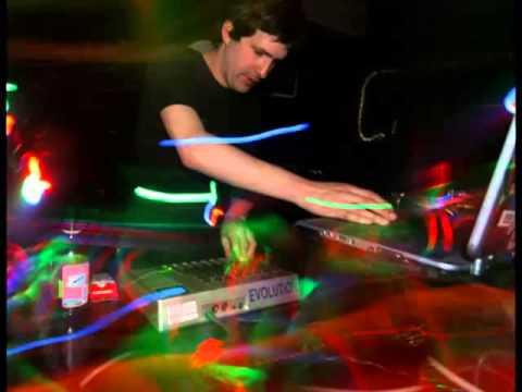XLR8R Podcast 267 (02-10-2012) - Deadbeat