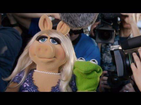 Kermit Gets Set Up, feat. Miss Piggy, Kermit the Frog, Julie Bowen, Viola Davis and Joel McHale