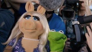 Kermit Gets Set Up, feat. Miss Piggy, Kermit the Frog, Julie Bowen, Viola Davis and Joel McHale
