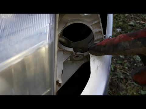 Снятие переднего бампера, фар и радиатора Mazda Premacy 2000г