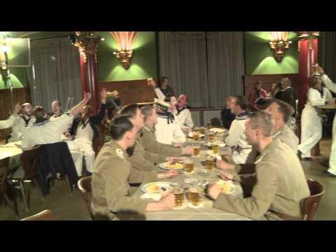 Tsingtao (China) Das deutsche Brauhaus am Wochenende - Die Männer der Emden