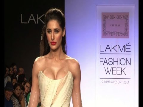 LFW: Nargis Fakhri heats up the ramp - Bollywood Country Videos