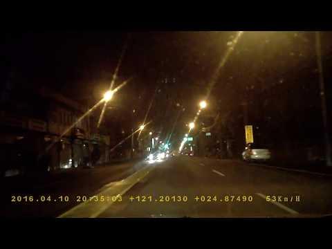 385-JJ遊覽車夜間闖紅燈路口耍白痴PICT2247