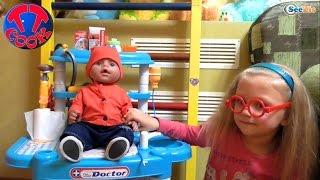 ✔ Кукла Беби Борн. Ярослава лечит малыша. Лечебные процедуры / Doll Baby Born with Yaroslava ✔