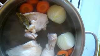 Бульон с курицей и яйцом.Рецепт профессионального приготовления.