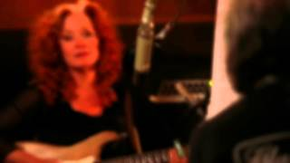 "Bonnie Raitt & David Lindley: Behind the Scenes recording ""Everywhere I Go"""