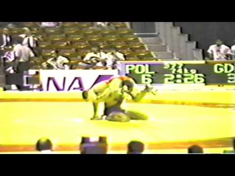 1990 Senior World Championships: 74 kg Andre Backhaus (GDR) vs. Krzysztof Walencik (POL)