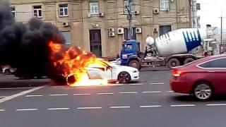 BMW сгорела на Садовом кольце
