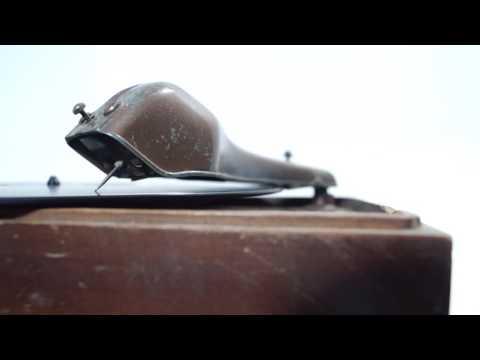 RCA Model R-93 / Antique Record Player