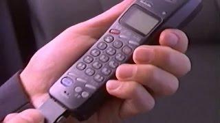 1995年ごろのドコモの携帯電話のCMです。宅麻伸さんが出演されてます。...