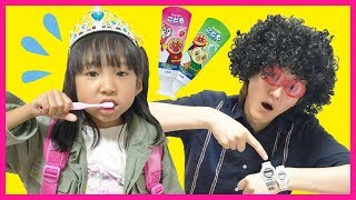 Put On Your Shoes Song Nursery Rhymes Kids Song | Pretend Play Morning Routine | くつ 子供のうた 英語 童謡 ごっこ