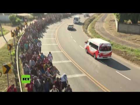 RT en Español: Migrantes centroamericanos recorren México hacia EE.UU.