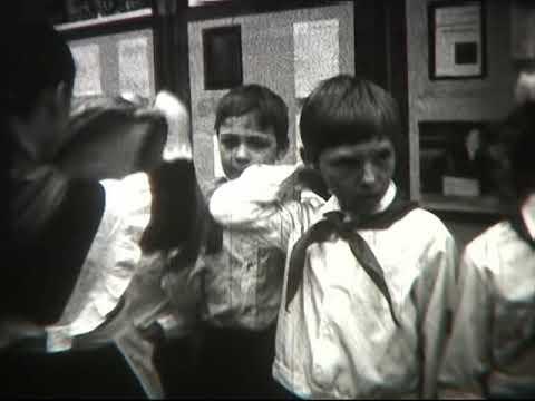 """Май 1980 г. 472 школа 3 """"А"""" класс. Принятие в Пионеры. ч2"""