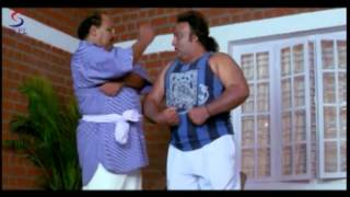 Hindi Dubbed Full Movie scene - Ek Lootera (2005) - Heroin's brother and hero fighting with villain