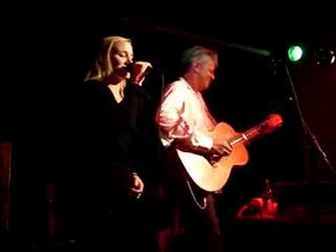 Tommy Emmanuel & Lizzie Watkins - Dream A Little Dream