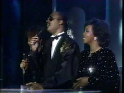 Dionne, Stevie and Gladys - That's What Friends Are For (LIVE 1985)