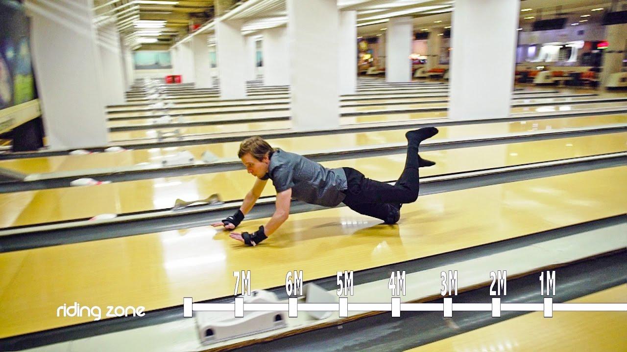Glissades extr mes dans un bowling sock slide youtube - Bowling porte de la chapelle tarif ...