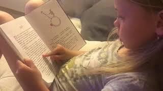 Милана Гогунская учится читать