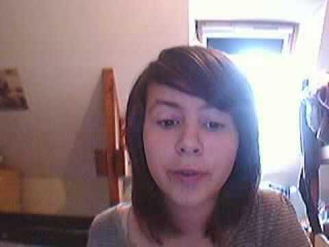 Se couper les cheveux facon emo