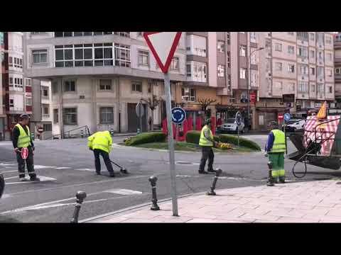 Operarios reparan as fochancas na Avenida das Américas
