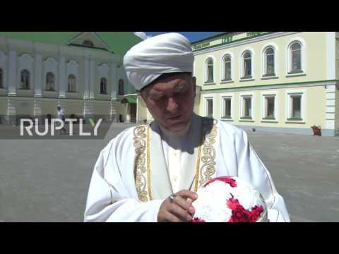 Russia: FIFA SecGen visits Kazan's oldest mosque