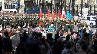 Парад Победы 2015. Наши солдаты с чувством поют песни на марше перед отъездом. Москва.