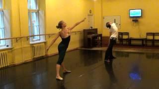 Modernās dejas nodarbības fragments (pasn. Indra Reinholde)  Modern dance class
