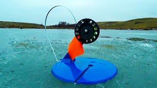 СРАБОТКИ ЖЕРЛИЦ ОДНА ЗА ДРУГОЙ моя первая зимняя рыбалка на щуку с жерлицами