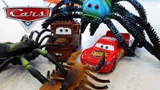 Машинки ТАЧКИ Мультик про Машинки Молния Маквин и МЭТР отбиваются от огромных Пауков Disney Cars 3