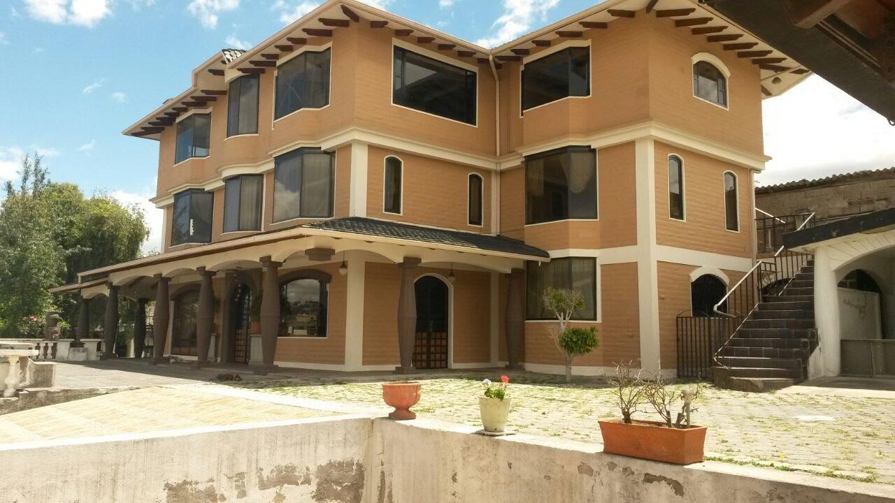 Venta de oportunidad casa de tres pisos en el condado for Fachadas de casas modernas en quito