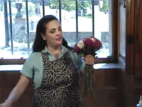 cómo-hacer-un-ramo-de-rosas-naturales-blanco-y-rojo