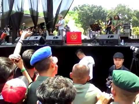 TIKUS KANTOR iwan fals @konser HUT TNI ke 69