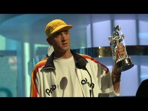 Christina Aguilera presents Best Male : Eminem  Without Me VMA 2002