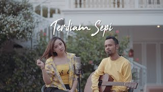 Download TERDIAM SEPI - NAZIA MARWIANA ( IPANK YUNIAR ft. MEISITA LOMANIA )
