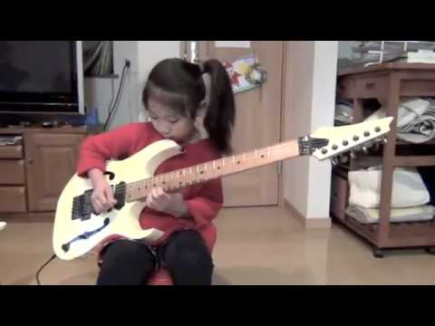cô bé 8 tuổi chơi guitar cực đỉnh