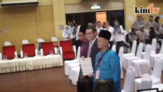 Saiful greets Anwar in PD