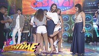 It's Showtime Cash-Ya: Team Nadine on a single doormat