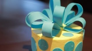 Can You Put Fondant Decorations On Butter Cream Icing? : Icing & Frosting
