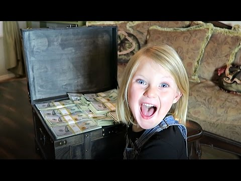REAL TREASURE CHEST?! | FUN FAMILY TREASURE HUNT!