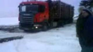 Traktor Fendt and Lakatoš pull truck full of wood