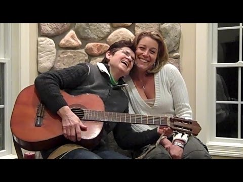 Eveline & Gina sing Charly McClain's Surround Me With Love
